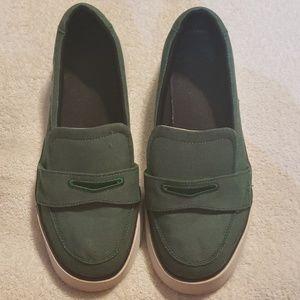 Womens Nike green loafers sz-9